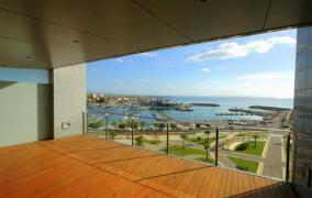Piso alto standing frente la playa y la marina de Portixol