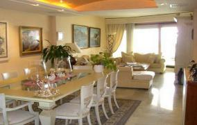 Spacious and bright apartment at first sea-line in Portixol