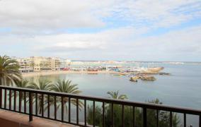 Fantastic apartment in first sea line in Cala Estancia Palma