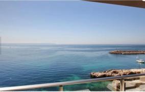 Apartamento en 1º línea con increíbles vistas y acceso privado al mar