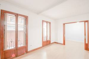Large period flat to let close to the Plaza Cort Palma