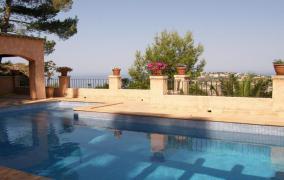 Villa im Fincastil mit atemberaubendem Meerblick